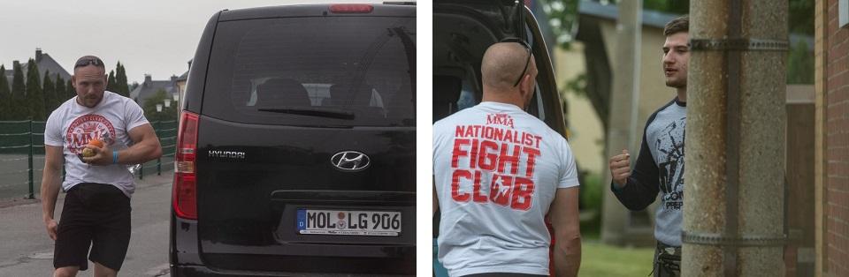 """Linkes Bild: Tobias Vogt im Shirt mit dem bezeichneten Inschrift """"Nationalist Fight Club"""" auf der Rückseite, rechtes Bild: Tobias Vogt (links) hier im Gespräch mit einem Kämpfer des Teams """"Kampf der Nibelungen - White Rex). Beide reisten zusammen an. (Quelle: Pixelarchiv)"""